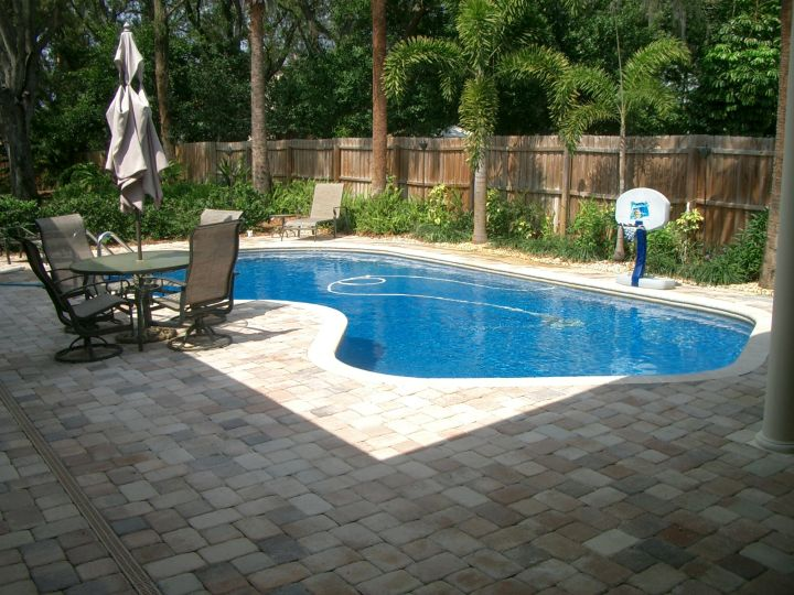 17 refreshing ideas of small backyard pool design for Design pool klein