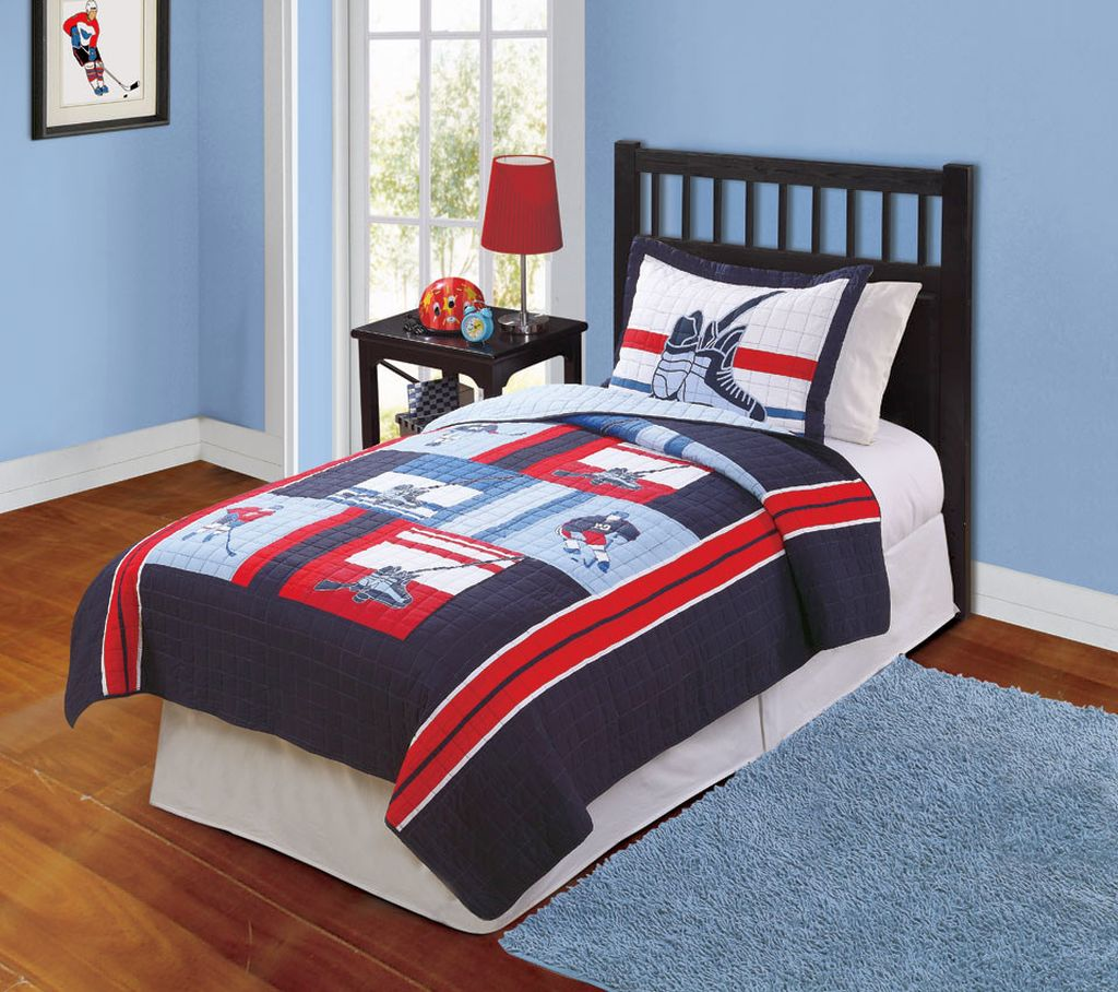 18 unique hockey bedroom design ideas for teenage guys for Bedroom quilt ideas