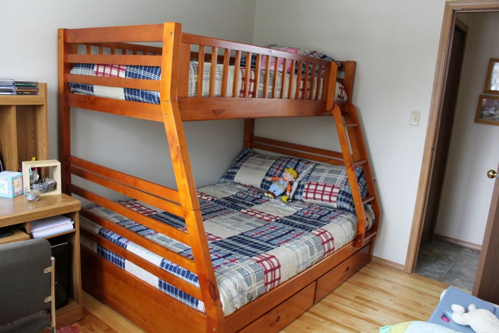 Simple bunk beds rustic bed plans for Diy rustic bunk beds