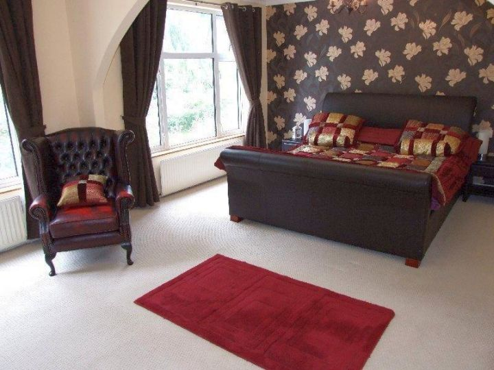 simple red and black bedroom with beautiful panel