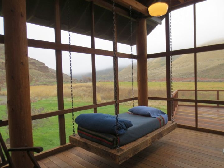 18 homely hanging bed designs that will swing you to sleep for Easy porch swing