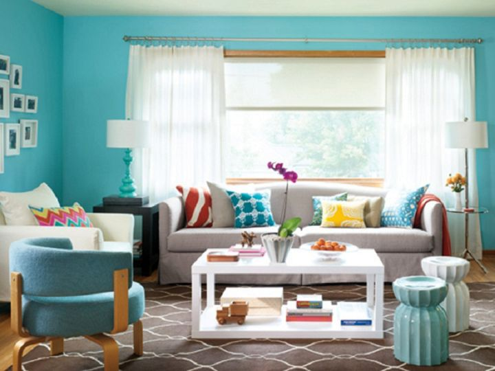 simple turquoise living room with modern acrylic coffee table