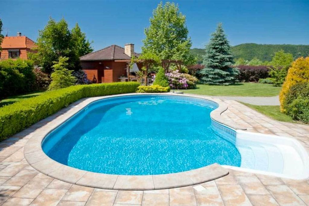 20 exquisite kidney shaped swimming pool ideas for Pictures of small inground pools