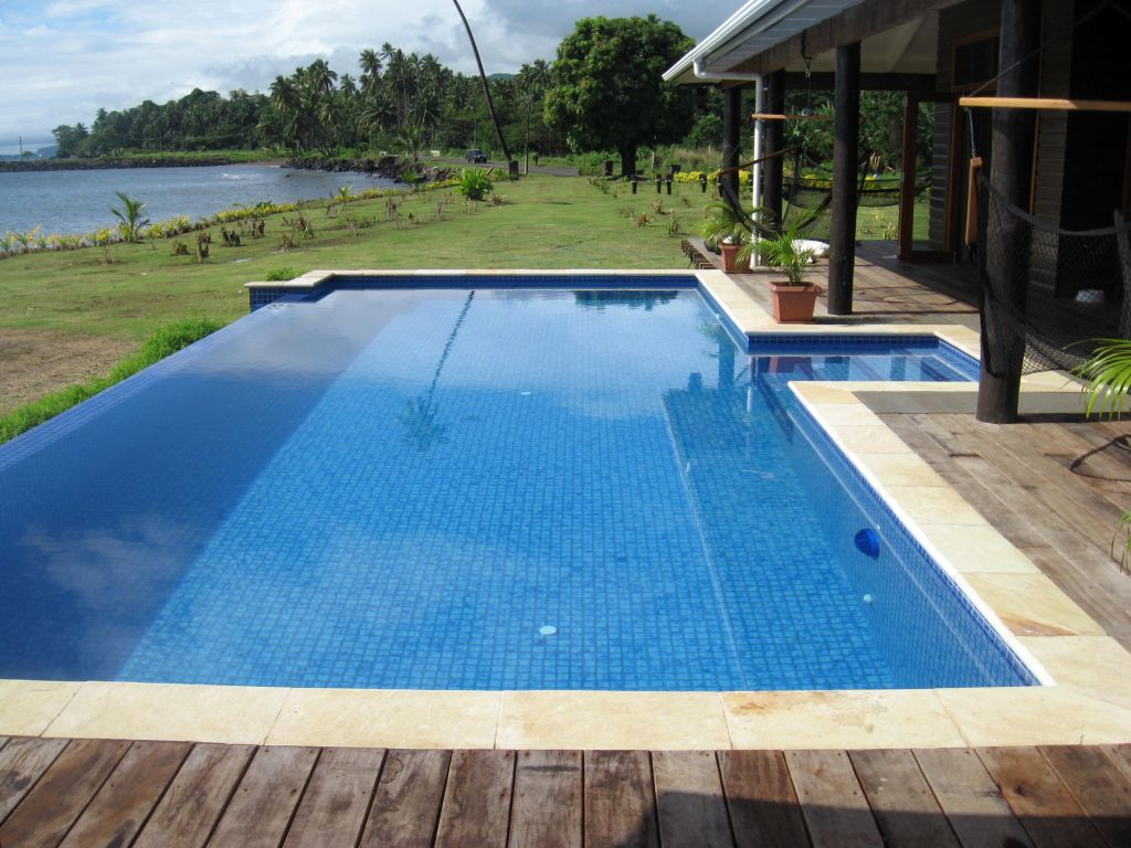 Image gallery square pool for Pool design 2015