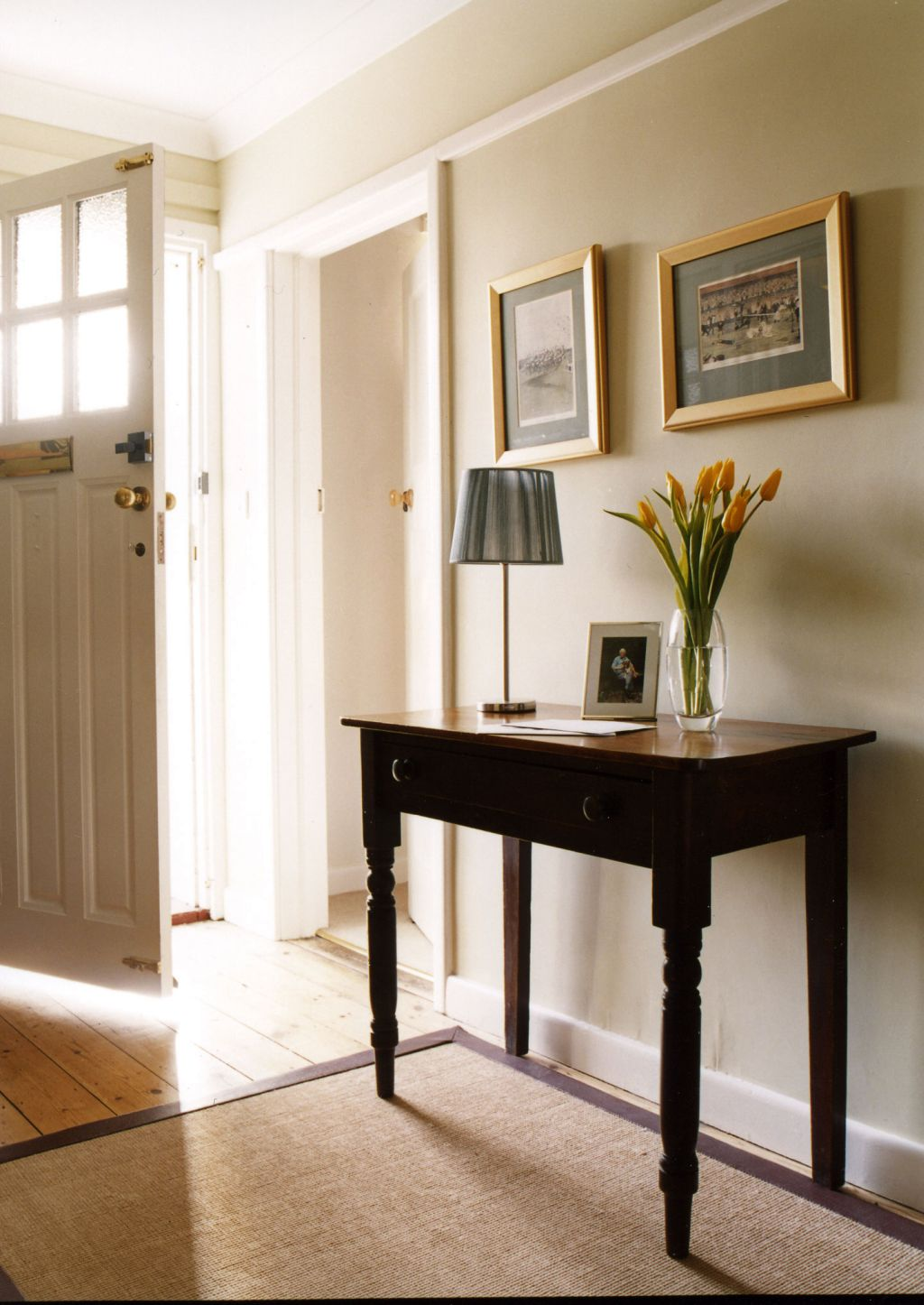 Small Home Foyer : Brilliant small entry table ideas