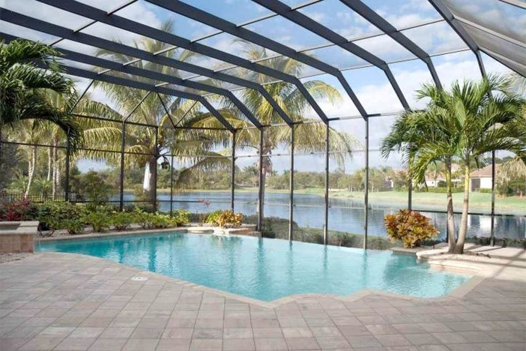 Tiny swimming pools with glass wall and ceiling for Glass swimming pool walls cost