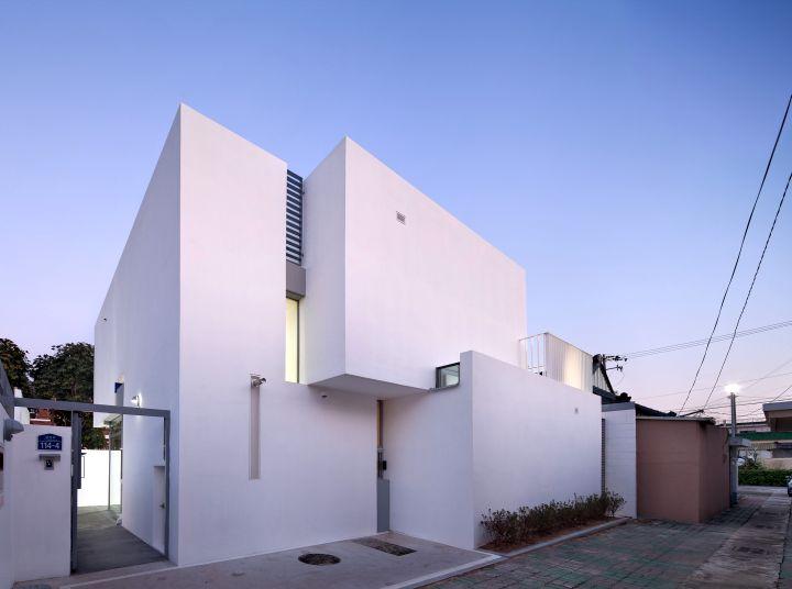 172M2 Compact House entrance