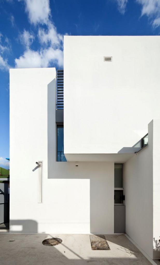 172M2 Compact House rear entrance