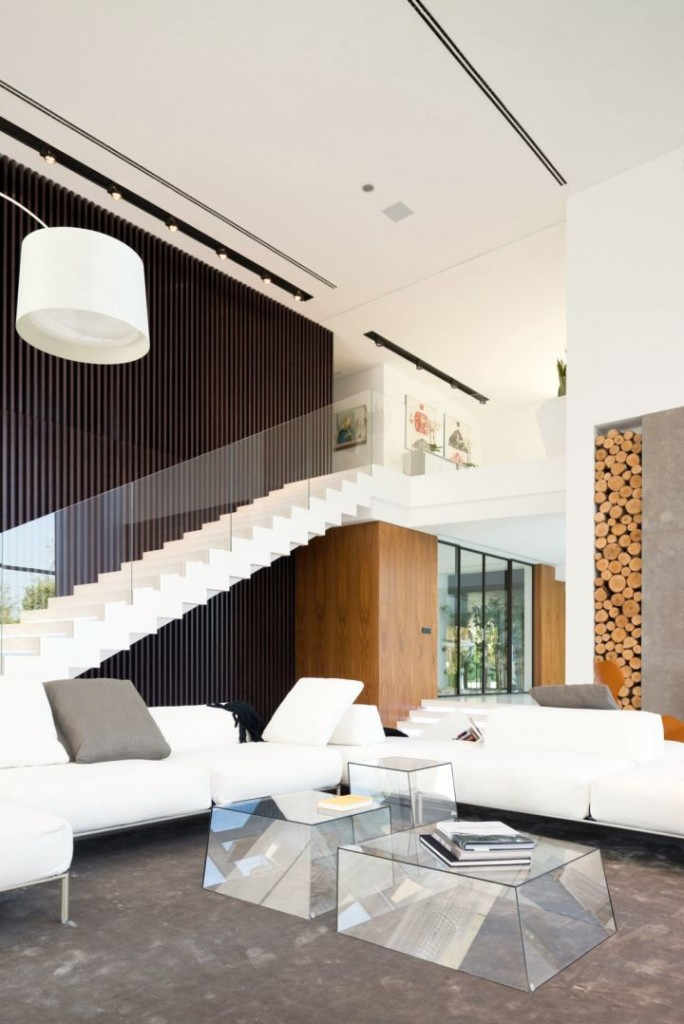 Agalarov Estate stairs and indoor balcony
