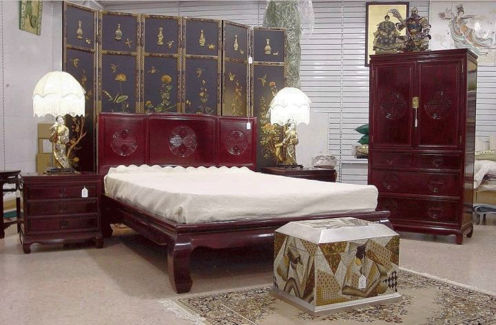Asian bedroom with separator as wall panel