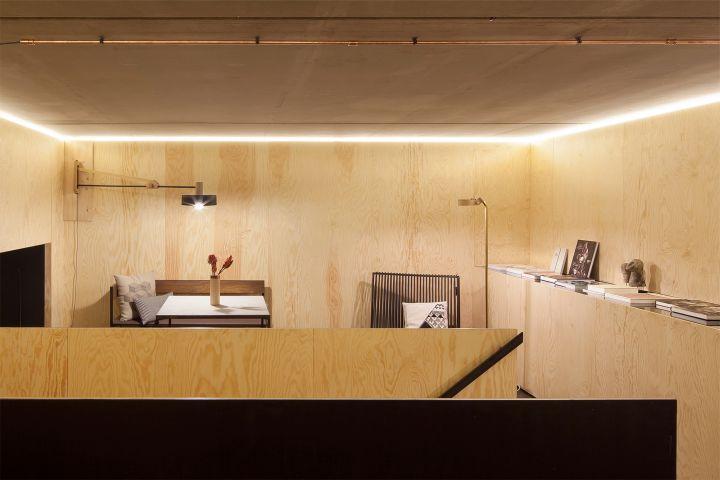 Bazar Noir second floor