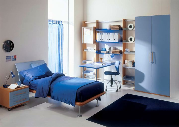 Boys room color in white and blue