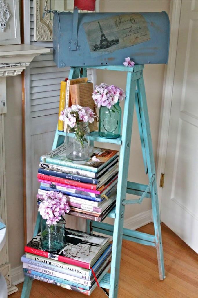 Display ladder in blue