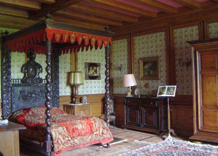 Gothic bedrooms with canopied bed