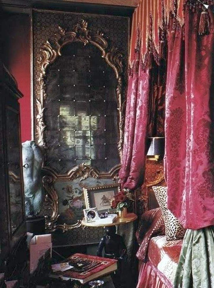 18 classy gothic bedroom ideas that scare the pants off you. Black Bedroom Furniture Sets. Home Design Ideas