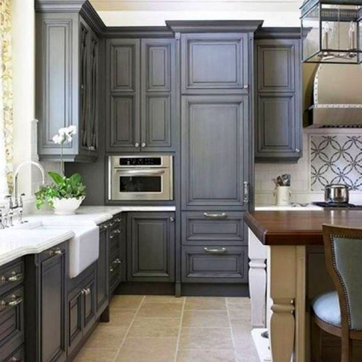 17 sleek grey kitchen ideas modern interior design for Grey kitchen paint ideas
