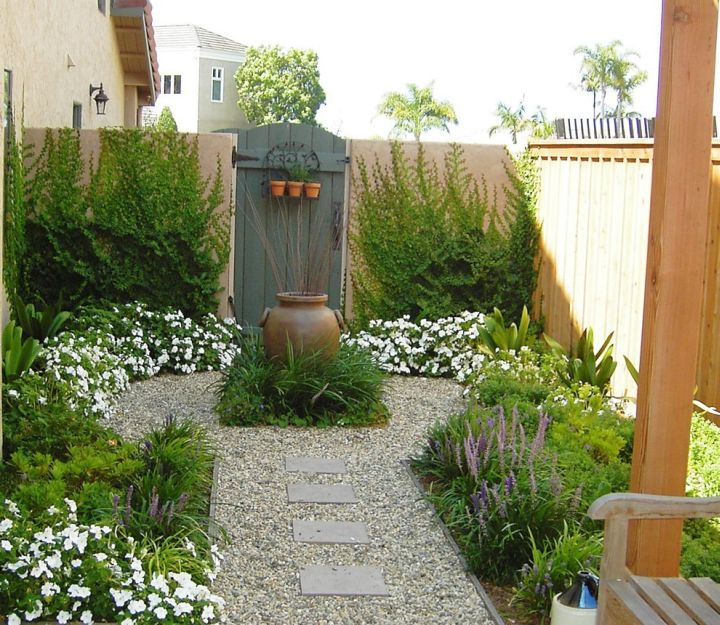 Japanese landscape design with small fountain