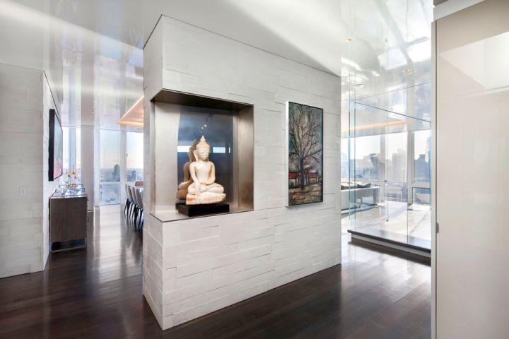 Manhattan Penthouse wall decor hallway