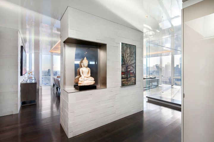 Manhattan Penthouse wall decor hallway