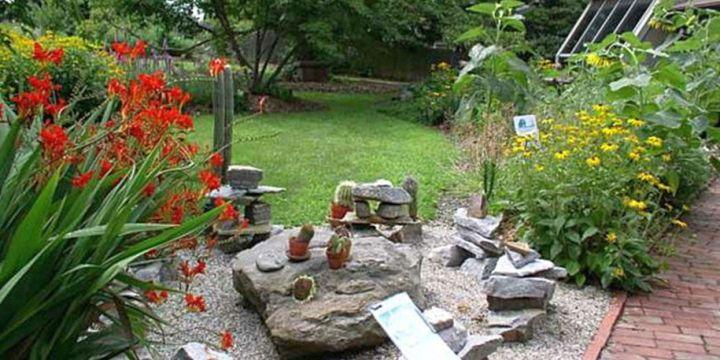 18 simple small rock garden designs for Indoor gardening diana yakeley