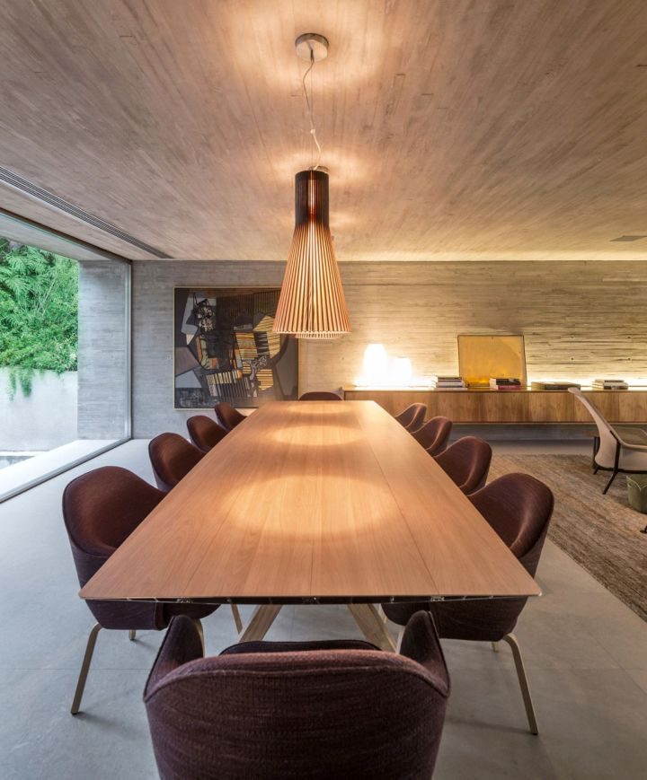 b and b house dining table