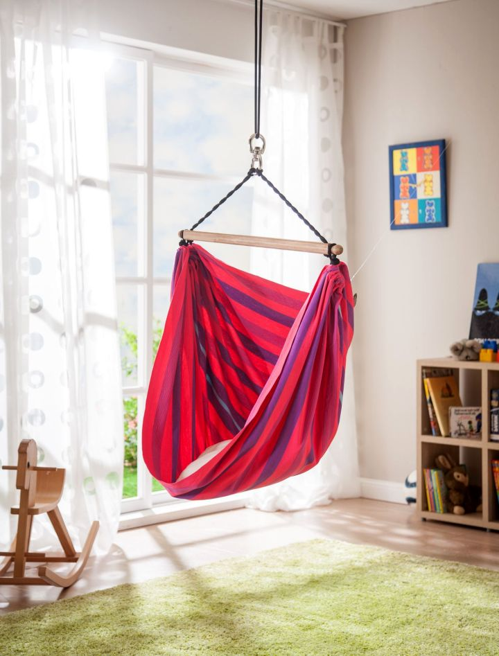 bedroom swings in red