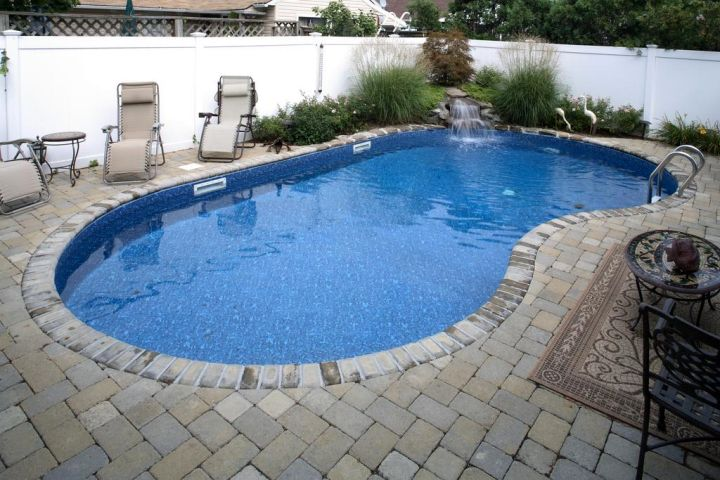 contemporary kidney shape pool