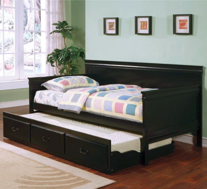 daybed images in sleek piano black