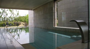 homes with indoor pools and glassed walls