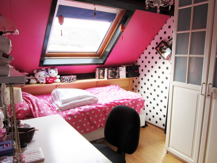 Purple And Pink Dorm Room