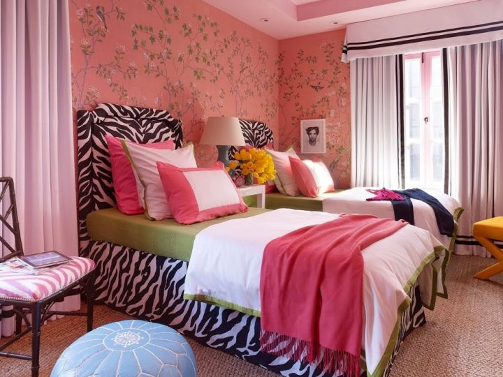 hot pink room with twin beds