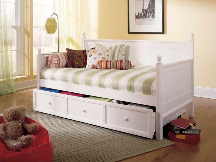 how to make daybed with storange in white