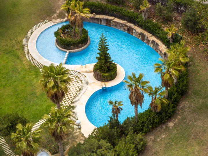 17 minimalist kidney shaped pool designs - Kidney shaped above ground swimming pools ...