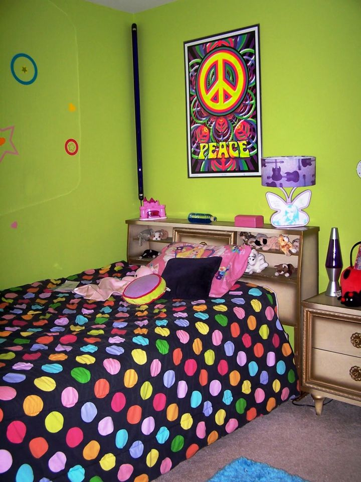 lime green bedroom with colorful polkadot bedding