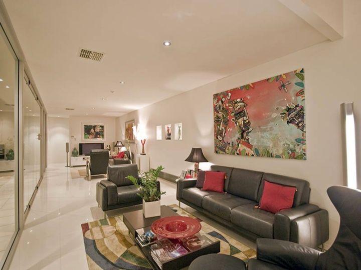 17 Breathtaking Modern Long Living Room Designs