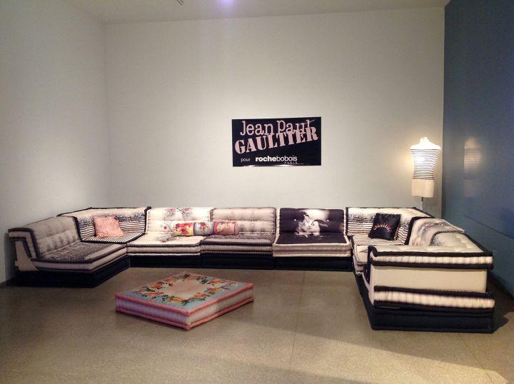 mah jong sofa in black and white
