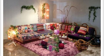 mah jong sofa with flower patterned rug