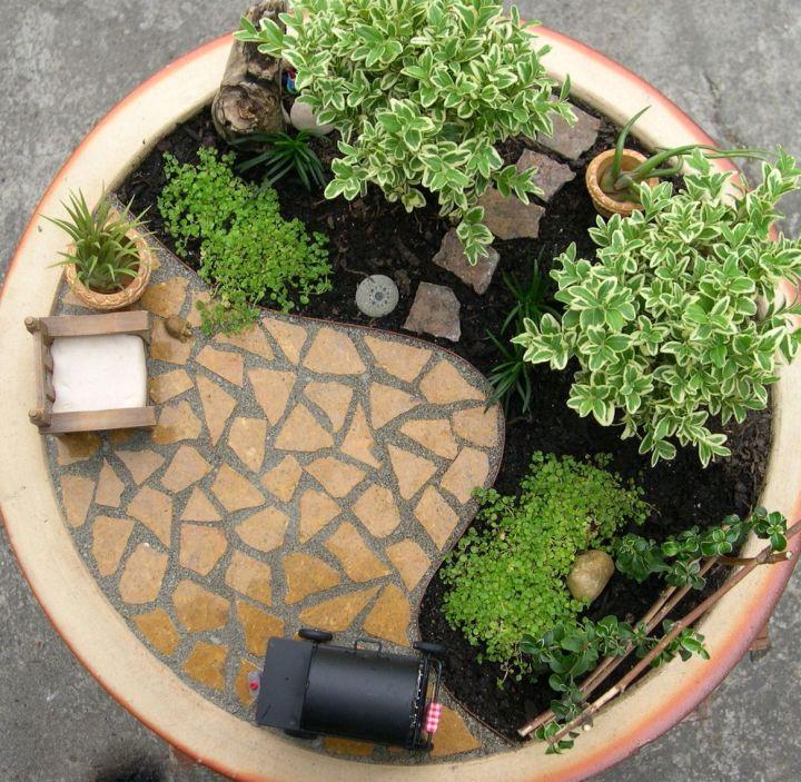 Mini Japanese Garden With Black Sand