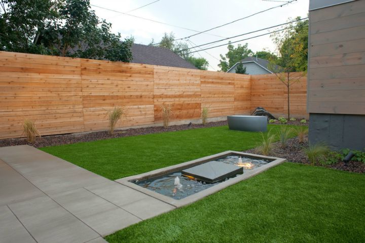 17 modern water feature designs for your garden for Garden fence features