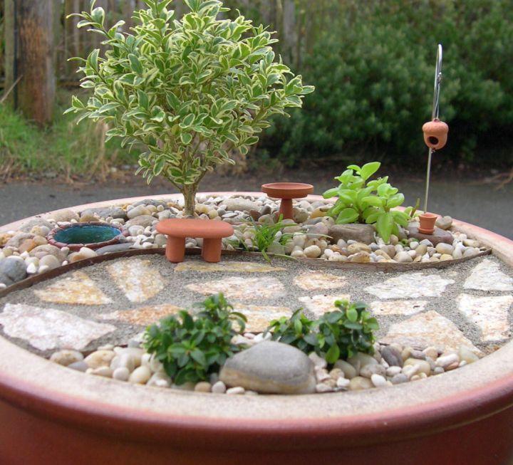 minimalist mini japanese garden