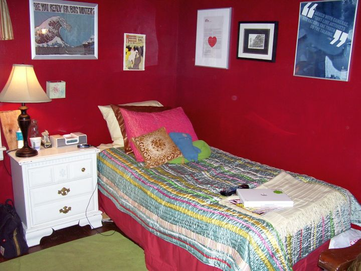 red bedroom walls for small rooms