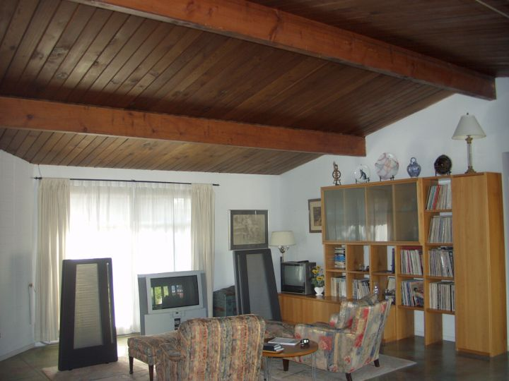 19 homely exposed beam ceiling rustic interior ideas for Exposed wood beam ceiling
