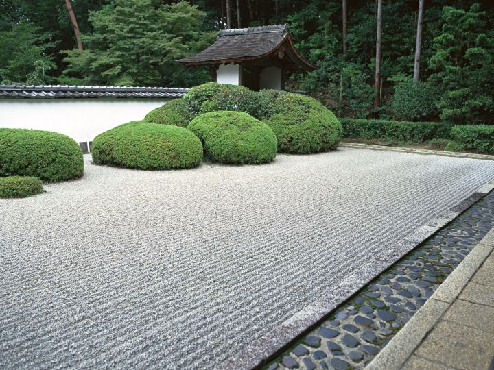 17 japanese landscape designs to keep you in zen for Sand garden designs
