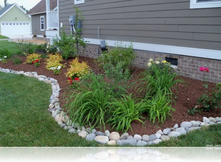 simple rock garden ideas with white river stone border