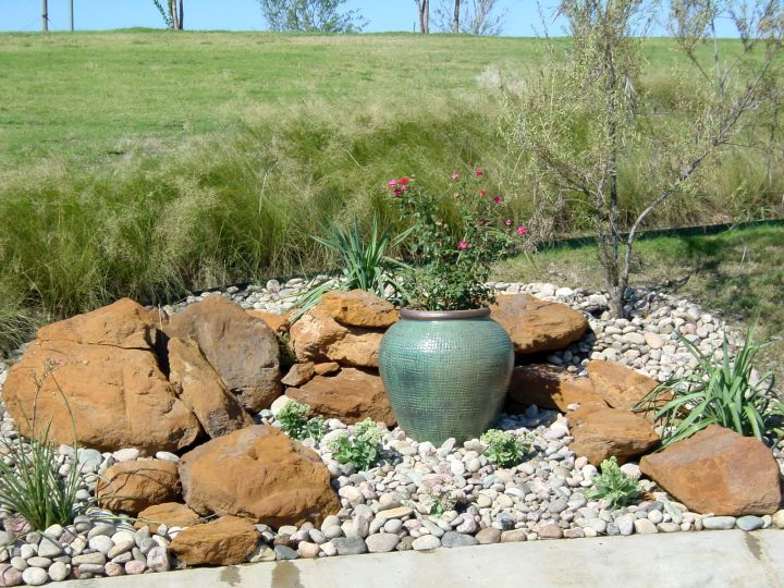 18 simple small rock garden designs for Simple rock garden designs