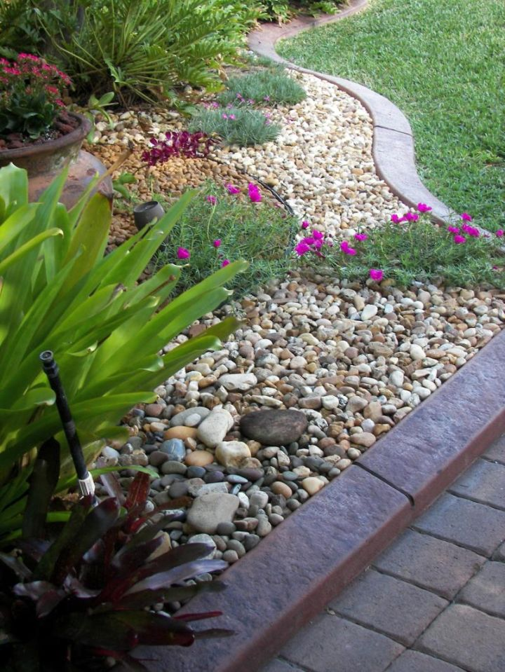18 simple and easy rock garden ideas for Rock garden bed ideas