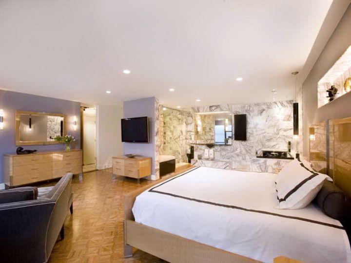 17 appealing bedroom basement ideas for guest room for Long narrow basement design solution