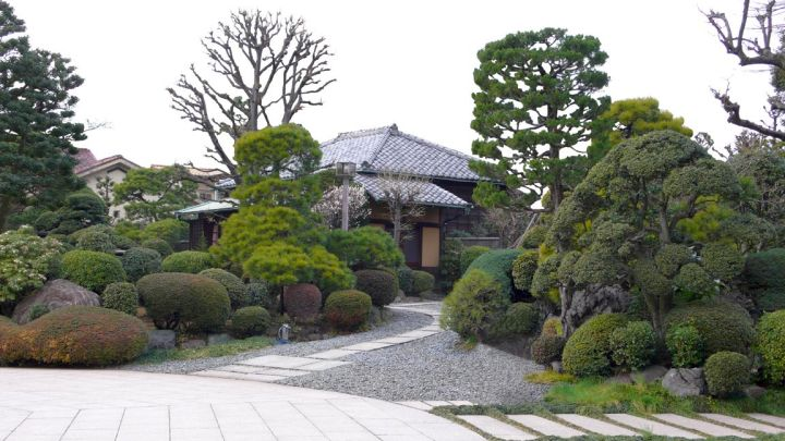 17 japanese landscape designs to keep you in zen for Traditional japanese garden