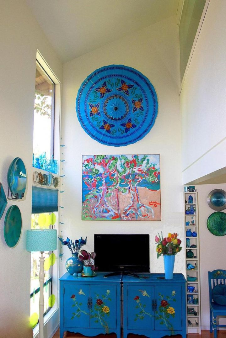 Turquoise living room decor wall decor and foyer credenza for Turquoise wall decor living room