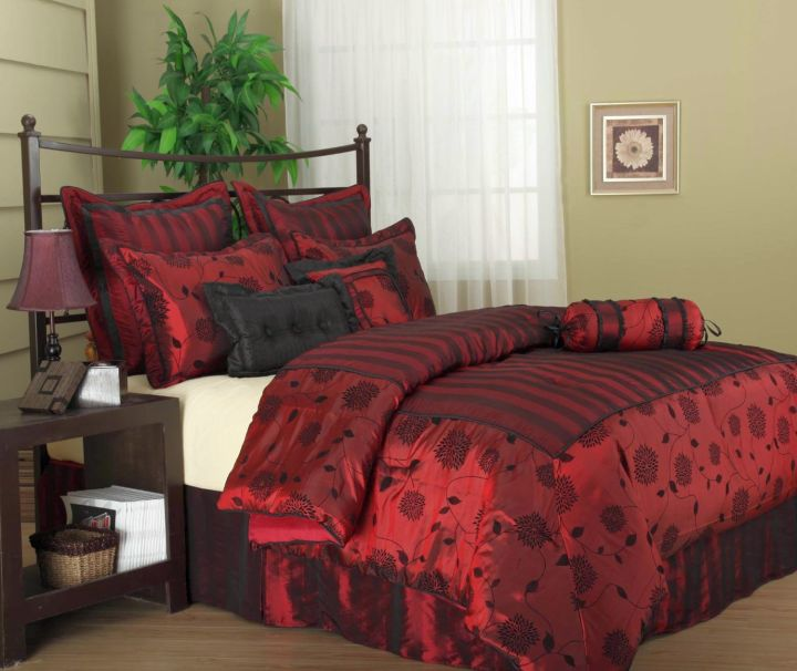 17 great black and red bedroom paint design ideas for Black and burgundy bedroom ideas